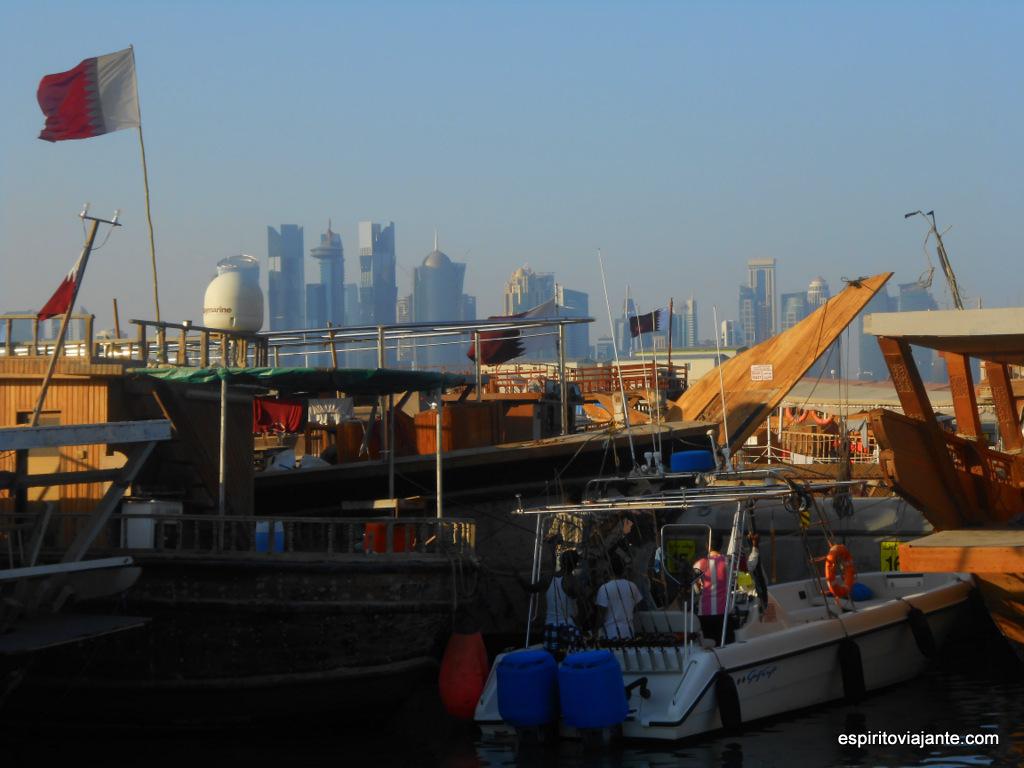 Barcos na Baia de Doha