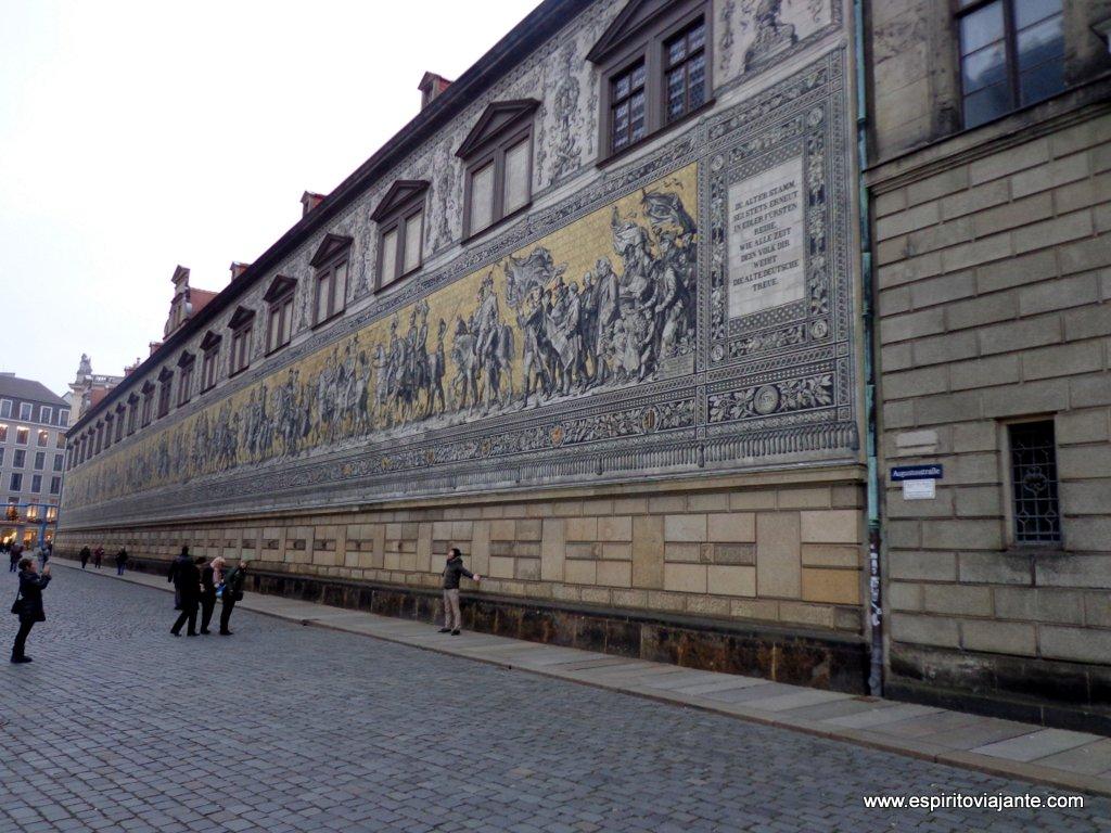 Fürstenzug visitar dresden