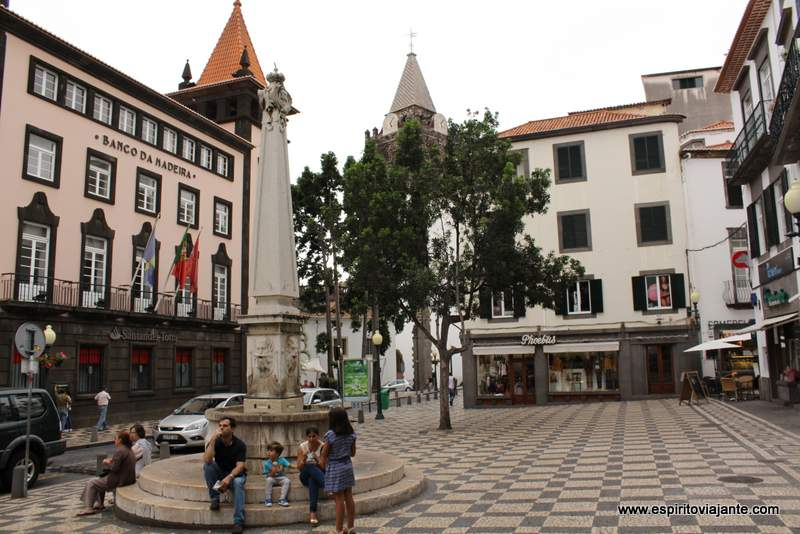 Largo do Chafariz - Visitar o Funchal