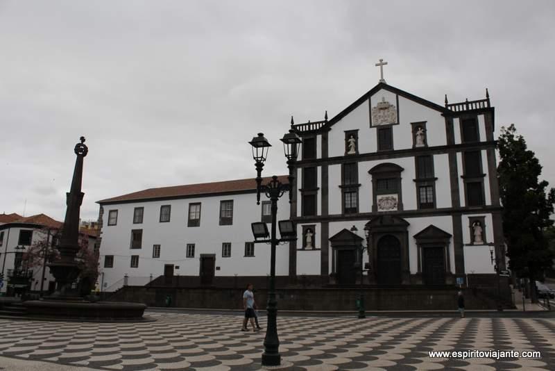 Praça do municipio visitar o Funchal