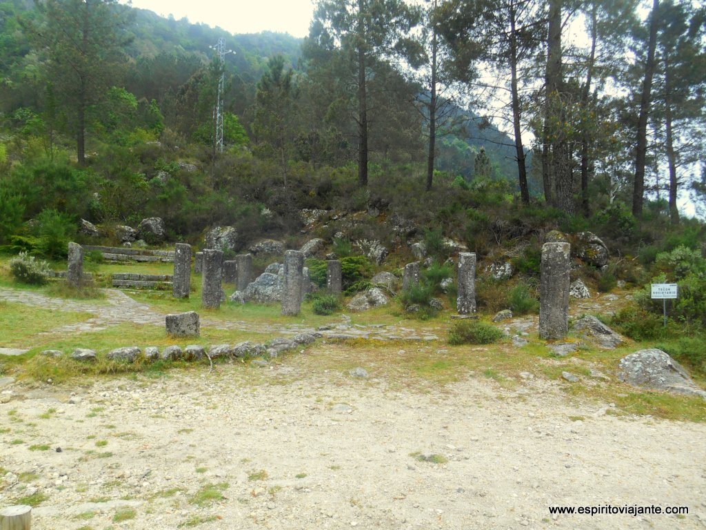 Miliários romanos - Trilho pedestre da Geira romana