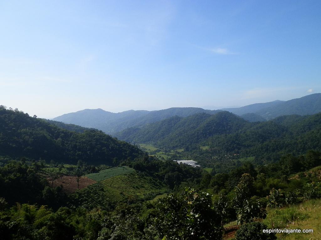 Trekking em montanha viajar na Tailândia