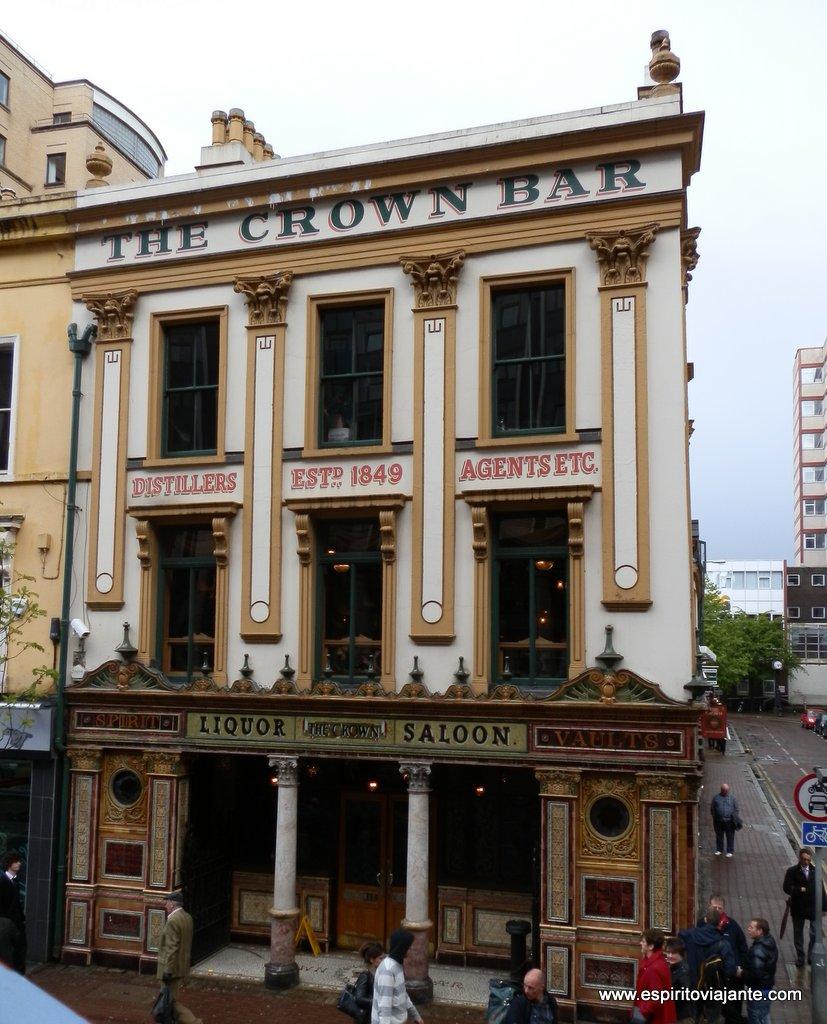 Crown-Licour-Saloon-Belfast-Building