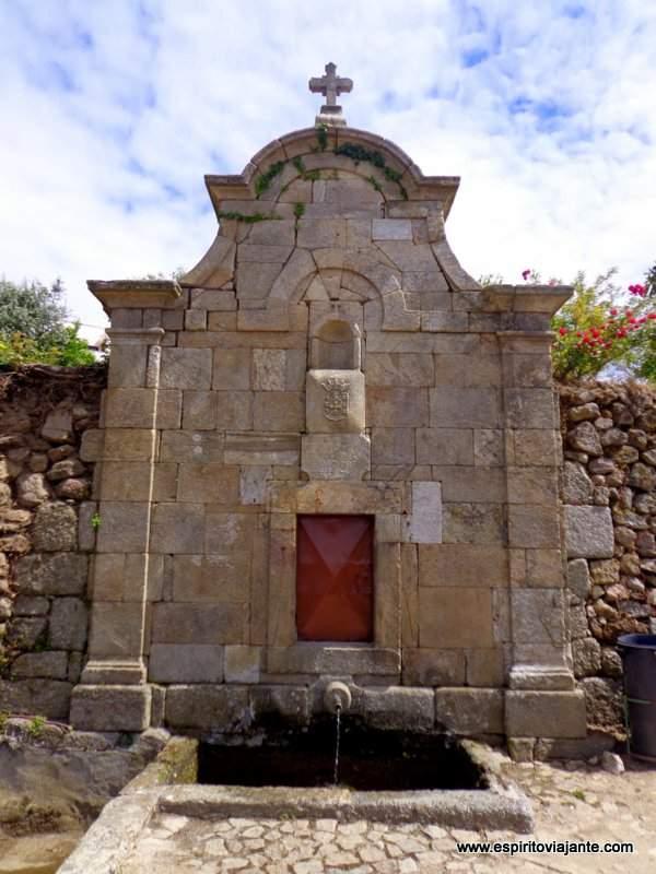 Fonte de S. Caetano - Aldeia Historica de Linhares-foto