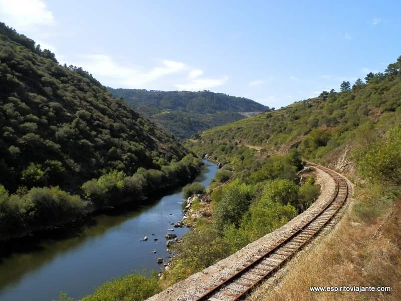 Linha-do-Tua-Douro-Vinhateiro-Portugal-Trilhos