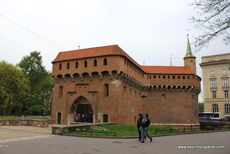 Torre Barbacã Barbakan Cracovia