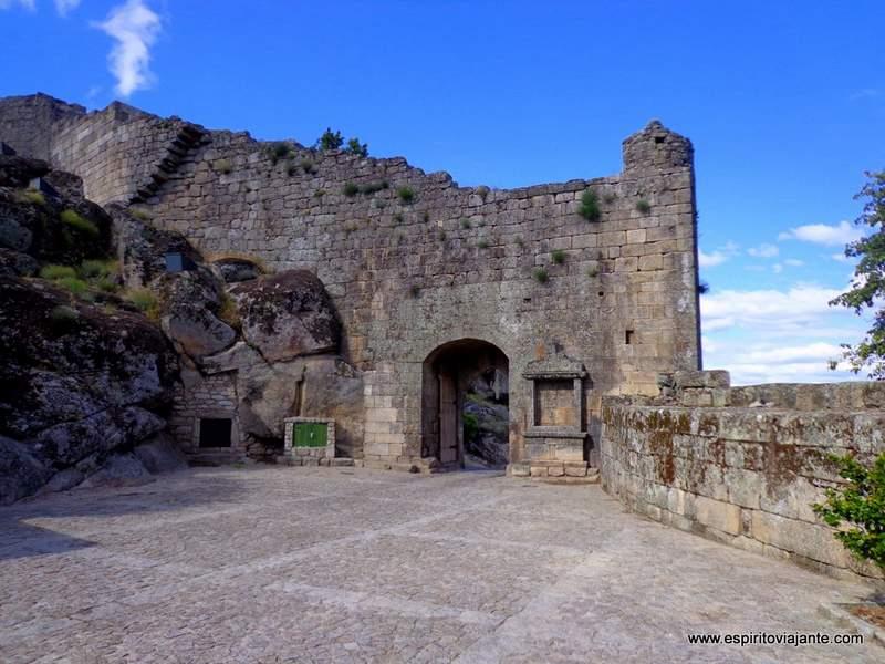 Aldeia Historica da Sortelha muralha