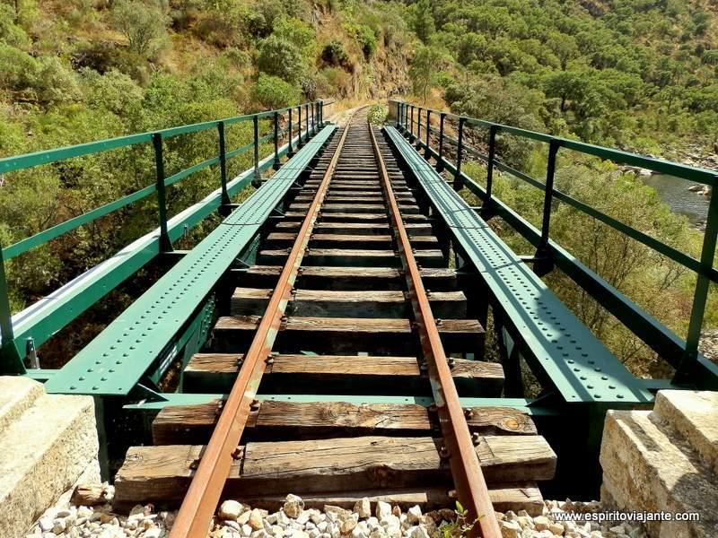 Linha-do-Tua-Douro-Vinhateiro-Portugal-Pontes