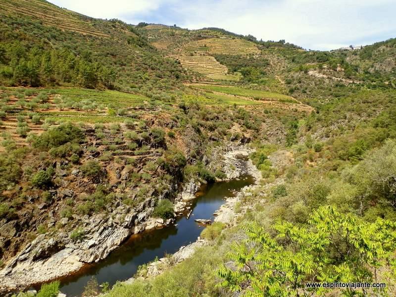 Rio-Tua-Linha-do-Tua-Douro-Vinhateiro-Portugal