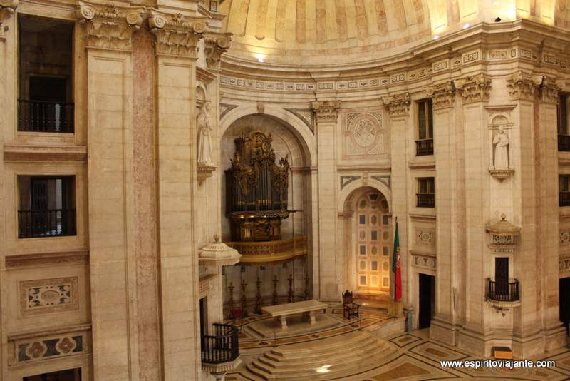 No interior do Panteão