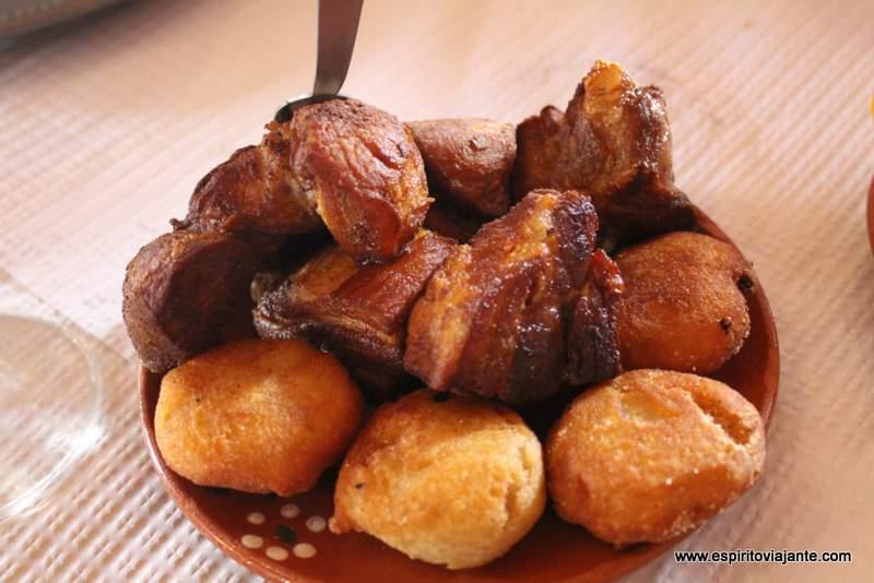 Torresmos Bolo de milho Gastronomia visitar a ilha Terceira - Açores